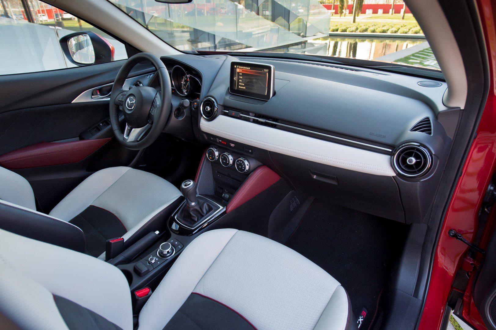Mazda introduceert rijk uitgeruste cx 3 skylease gt for Mazda cx 3 interieur