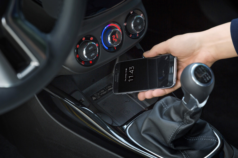 Draadloos Telefoon Opladen Nu Ook Mogelijk In Opel Adam