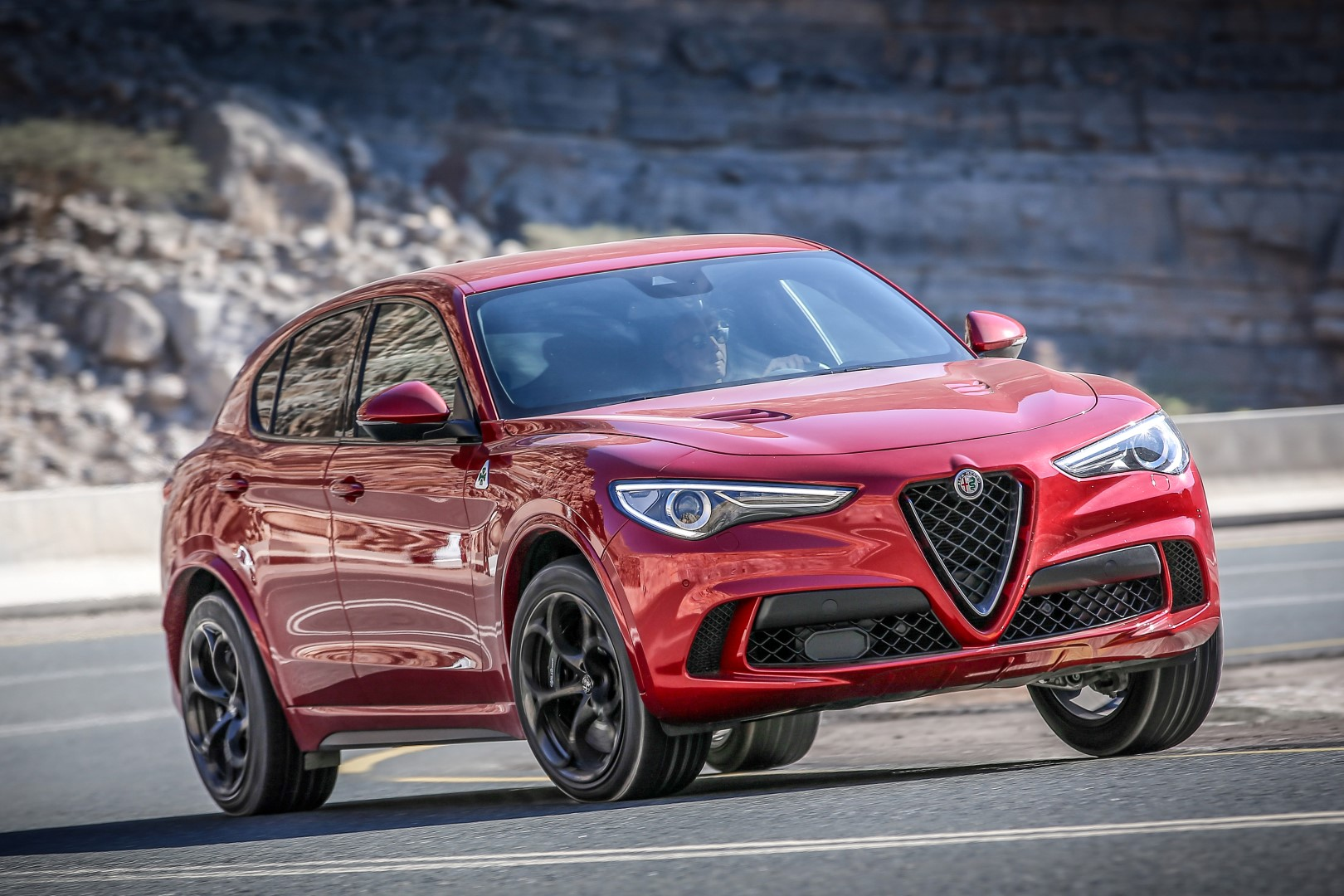 fotospecial alfa romeo stelvio quadrifoglio. Black Bedroom Furniture Sets. Home Design Ideas