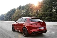 Alfa Romeo Stelvio Quadrifoglio 2018 (13)