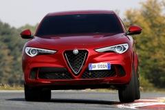 Alfa Romeo Stelvio Quadrifoglio 2018 (6)