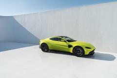 Aston Martin Vantage 2018 (10)