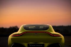 Aston Martin Vantage 2018 (12)