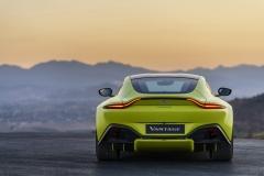 Aston Martin Vantage 2018 (16)