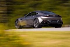Aston Martin Vantage 2018 (24)