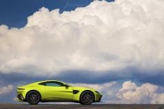 Aston Martin Vantage 2018 (7)