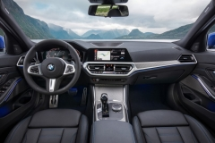 P90323693_highRes_the-all-new-bmw-3-se