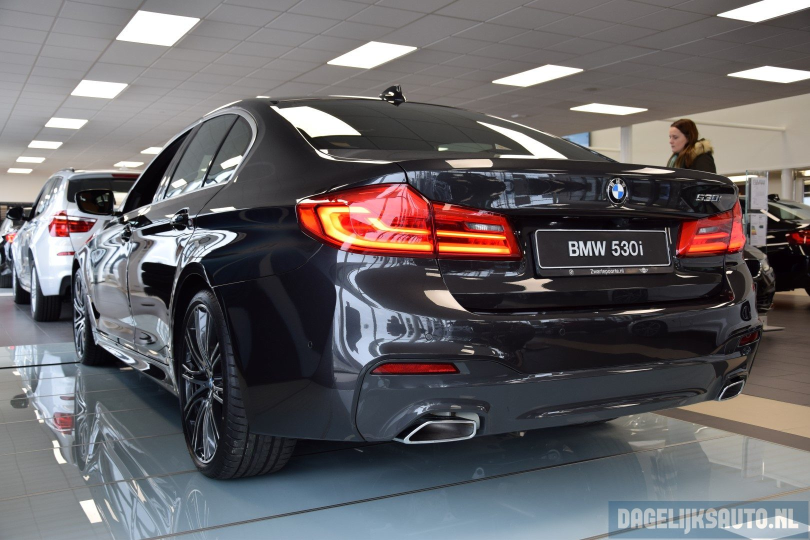 showroomdebuut nieuwe bmw 5 serie sedan. Black Bedroom Furniture Sets. Home Design Ideas