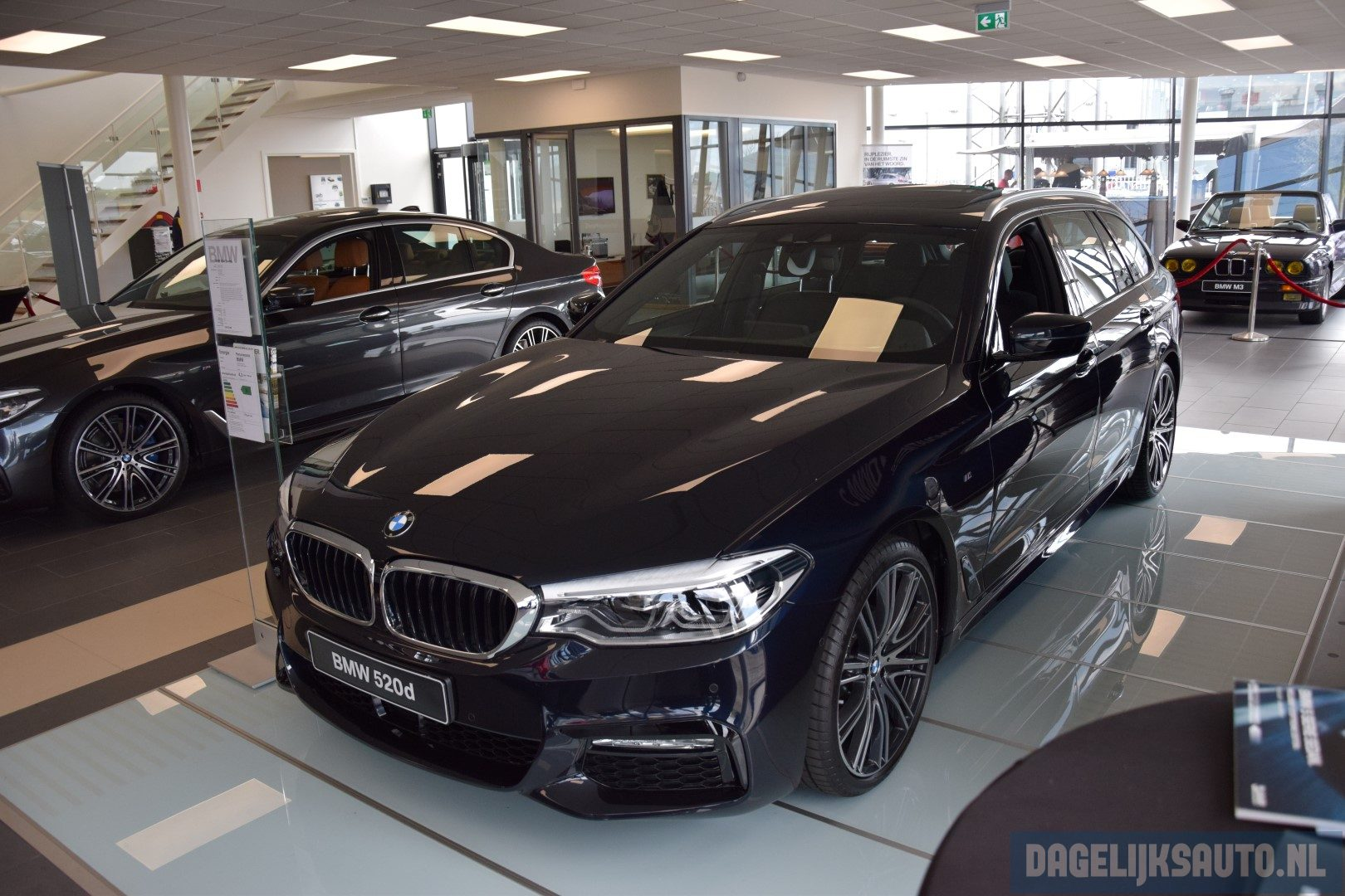 showroomdebuut nieuwe bmw 5 serie touring. Black Bedroom Furniture Sets. Home Design Ideas