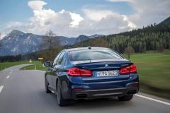 BMW M550i xDrive 2017 (16)