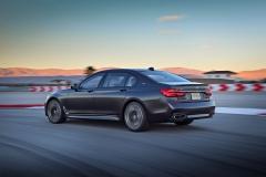 BMW M760Li xDrive 2017 (17)