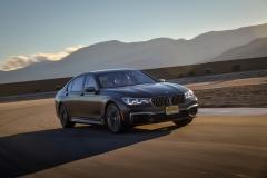 BMW M760Li xDrive 2017 (8)