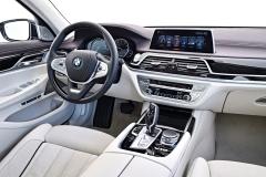 BMW M760Li xDrive V12 Excellence 2017 (18)