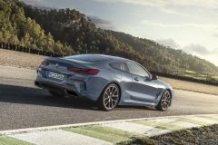 P90306594_highRes_the-all-new-bmw-8-se