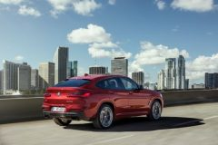 P90291902_lowRes_the-new-bmw-x4-m40d-