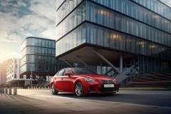Lexus IS 300h 2017 (1)