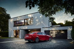 Lexus IS 300h 2017 (6)