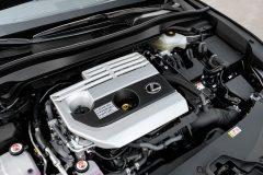 Lexus UX 250h (4)