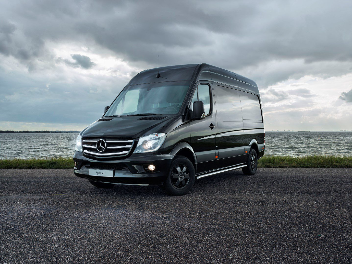 Mercedes benz introduceert sprinter black for Sprinter mercedes benz 2016
