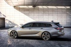 Opel Insignia Sports Tourer 2017 (2)