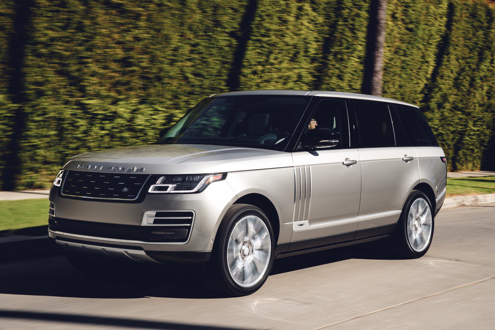 range rover svautobiography is officieel. Black Bedroom Furniture Sets. Home Design Ideas