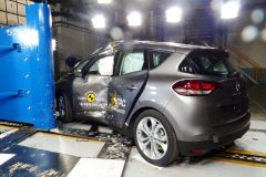 Renault Scénic 2016 (Euro NCAP) (4)