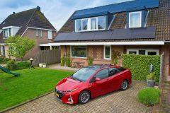 Toyota Prius Plug-in Hybrid 2017 (1)