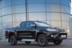Toyota Hilux Black Platinum 2017 (1)