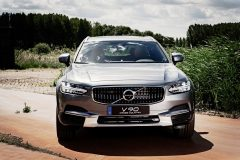 Volvo V90 Cross Country 90th Anniversary Edition 2017 (1)