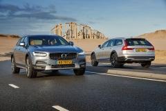 Volvo V90 Cross Country 2017 (1)