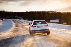 Volvo V90 Cross Country 2017 (17)