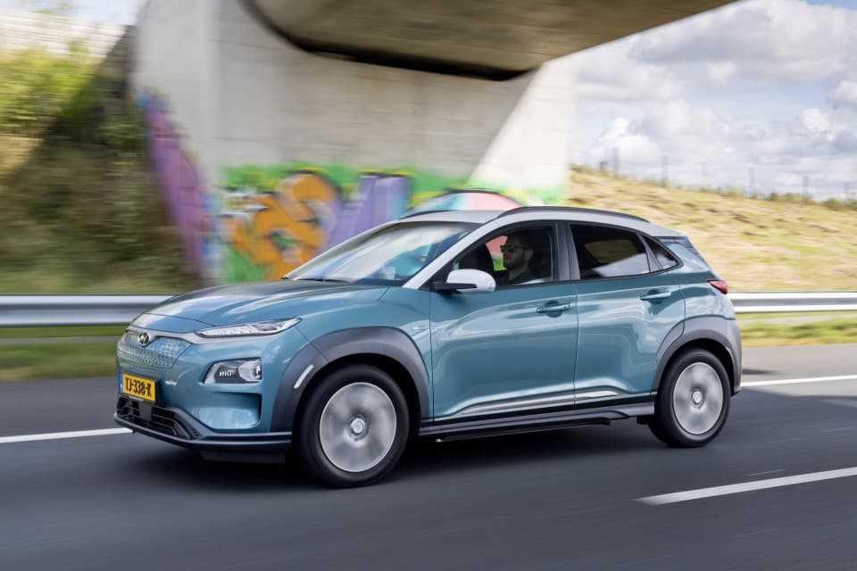 Hyundai Kona EV rijdend