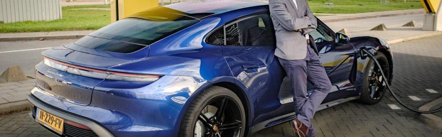 Porsche Taycan rijtest Joeri van Dam