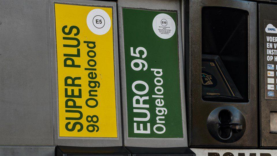 Euro 98 (E5) is goedkoper dan E10
