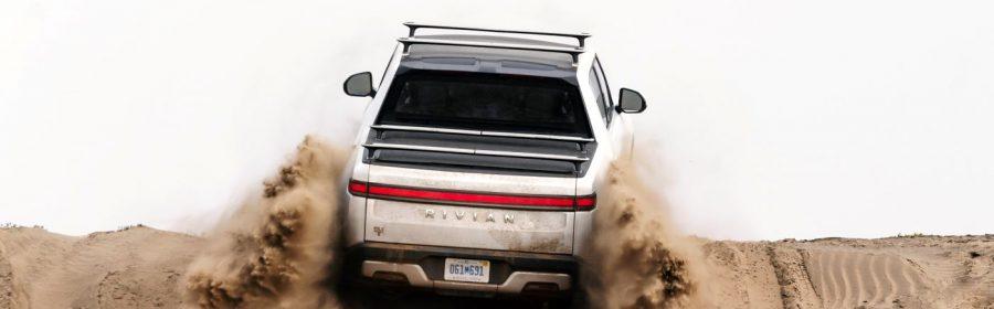 Rivian R1T zand
