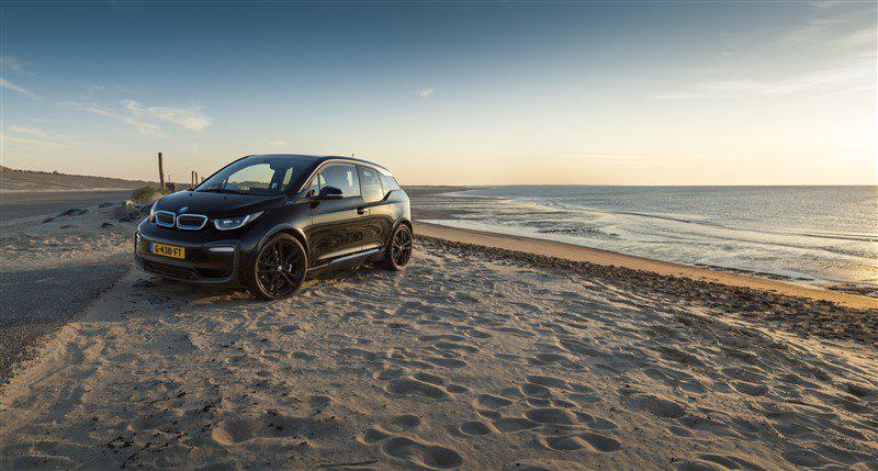BMW i3 For the Oceans Edition met de Noordzee op de achtergrond