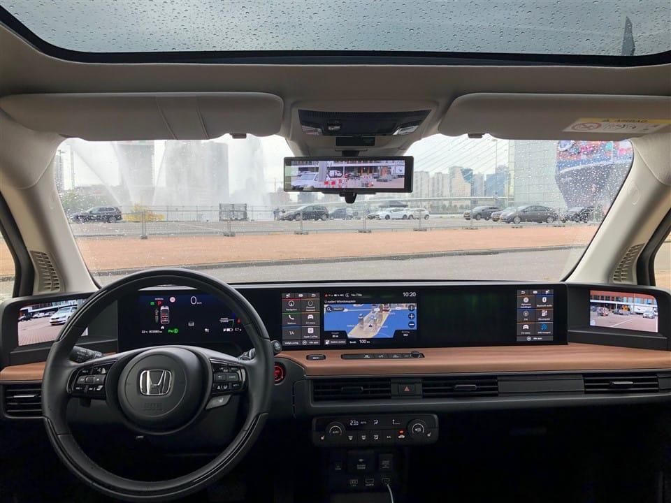interieur Honda e: veel schermen!