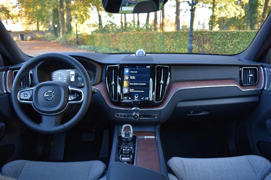 Het scherm van de Volvo XC60 is mooi, maar kan iets logischer ingedeeld worden