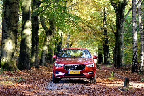 De Volvo XC60 kijkt serieus de wereld in