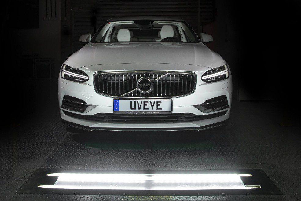 UVeye Helios bekijkt de onderkant van de auto