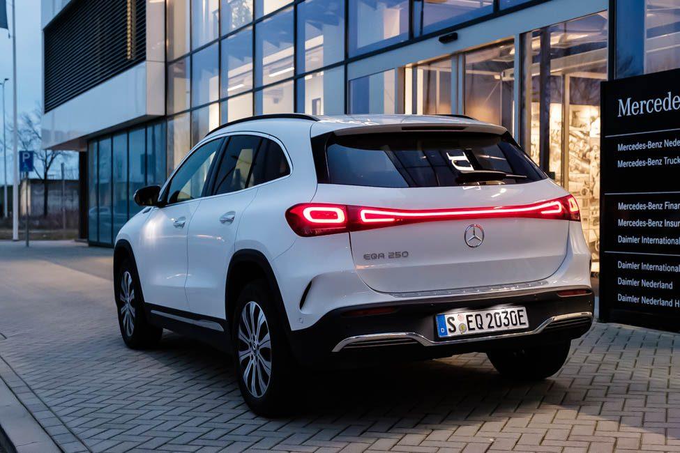 achterkant Mercedes EQA