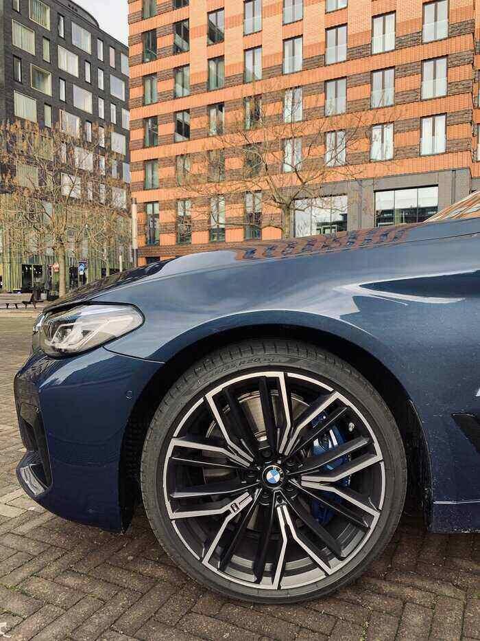 rijtest BMW 530d lichtmetalen velgen