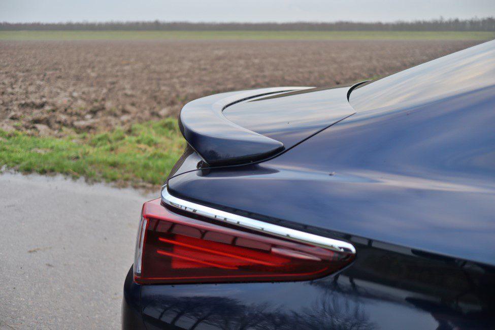 Lexus ES300h spoiler