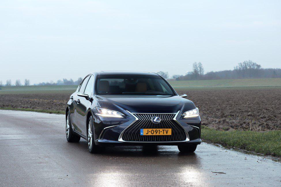 Lexus ES300h voorkant