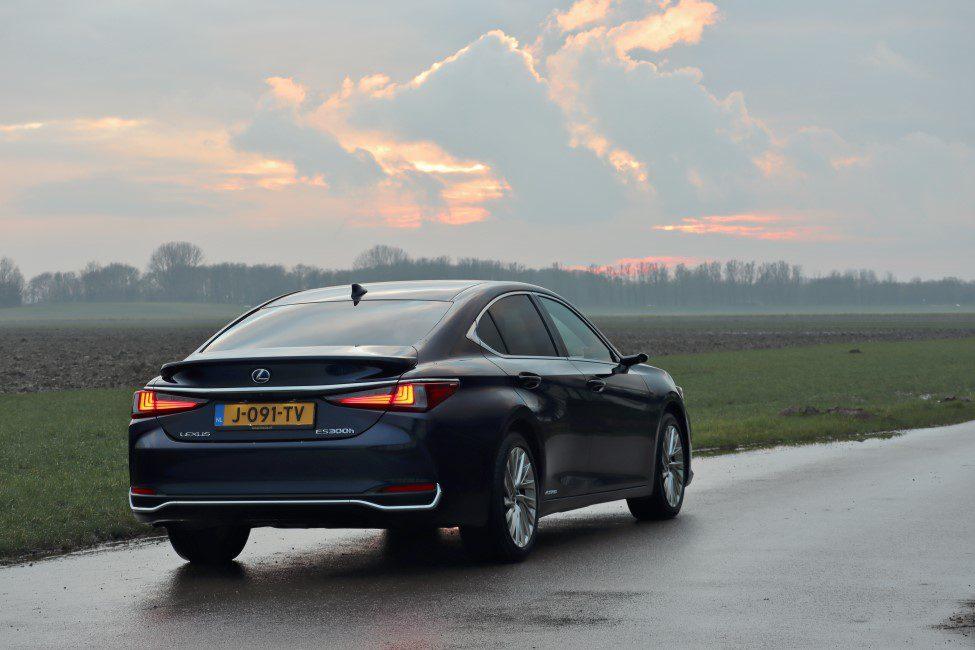 Lexus ES300h achterkant