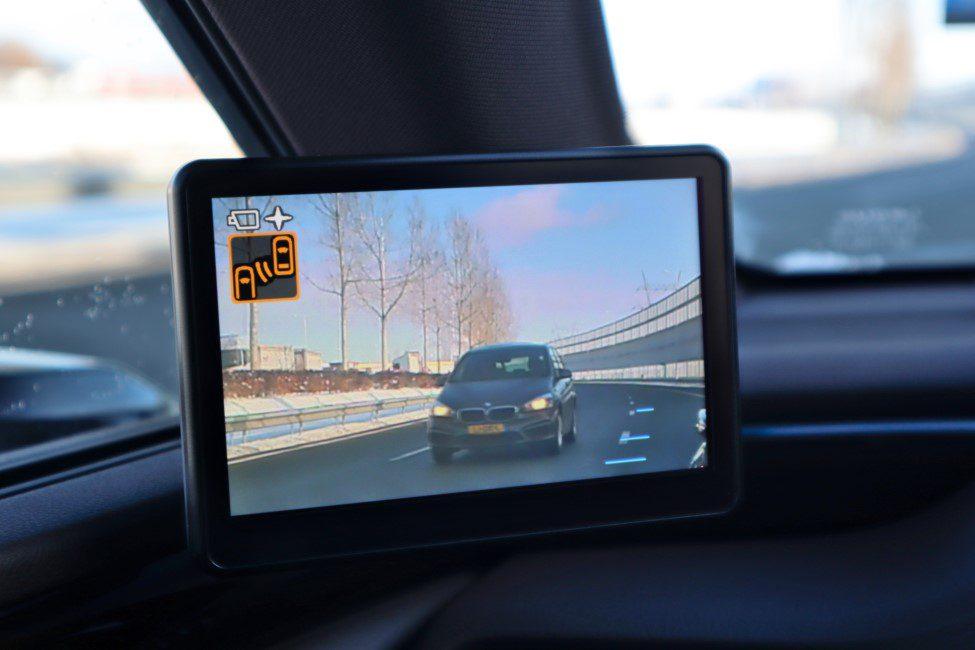 Lexus ES300h digitale spiegel scherm links