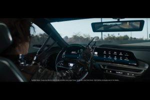ScissorHandsFree rijden in de Cadillac LYRIQ