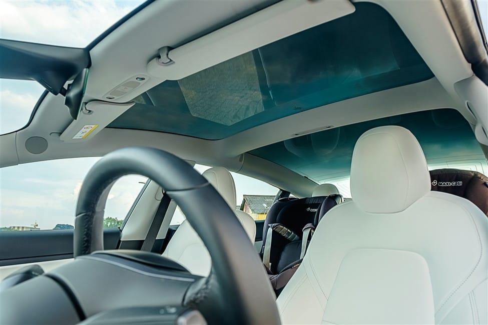 panorama dak Tesla Model 3