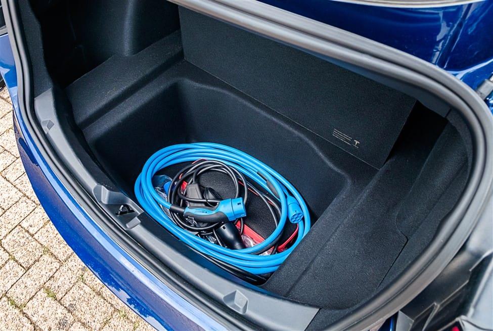 grote bak onder bagageruimte voor laadkabels Tesla Model 3