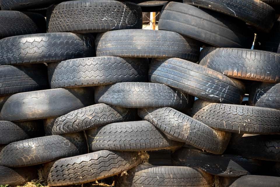 Gebruikte autobanden recyclen